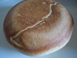 炊飯器で手作りパン「さっきの裏はこんな焼き色が♪」