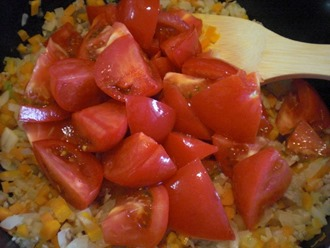 夏野菜カレーの作り方「トマトをたっぷりと」